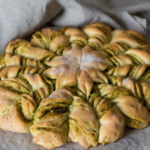 Partyessen: Veganes Brot mit Pesto und Käse 4