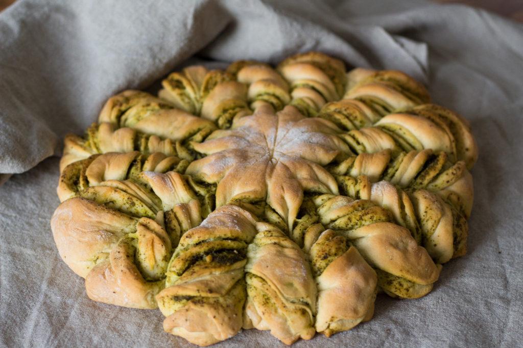 Partyessen: Veganes Brot mit Pesto und Käse 5