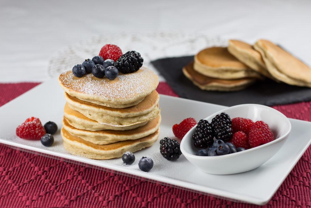 Vegane Pancakes mit Puderzucker