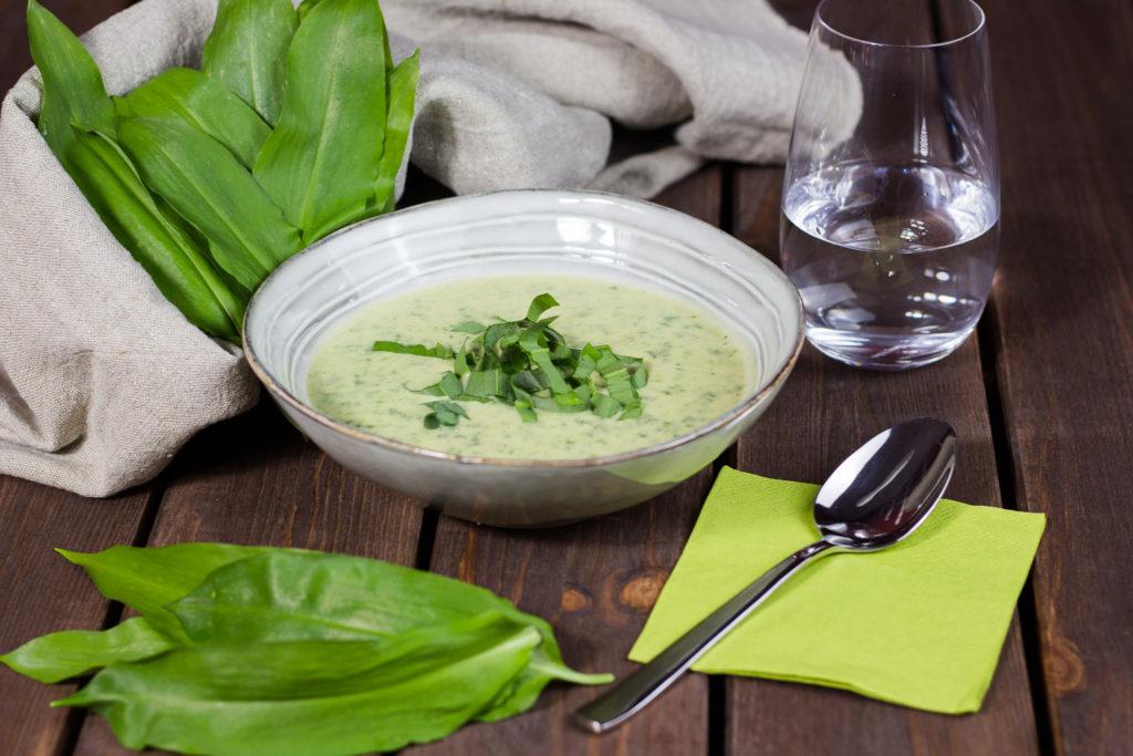 Vegane Bärlauch-Cremesuppe – Die Nr. 1 im Frühjahr 2