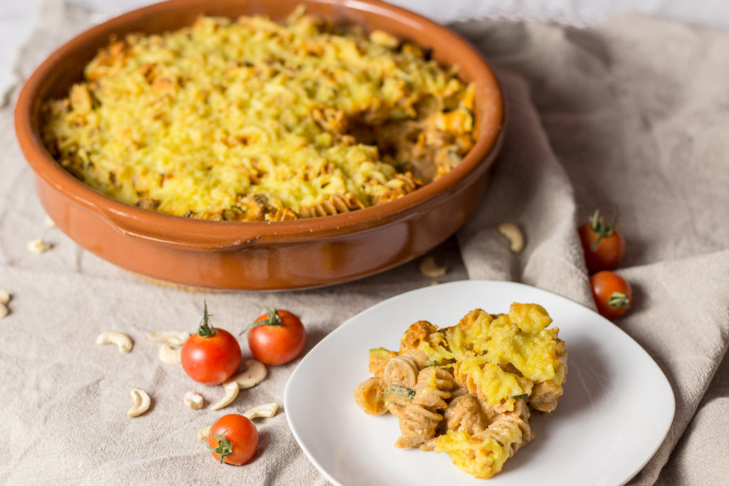 Veganer Nudelauflauf mit Basilikumtofu und Cashew-Tomatensoße 1