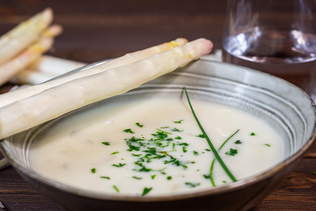 vegane Spargelcreme-Suppe