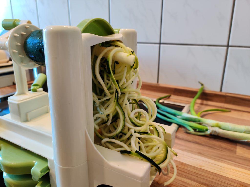 Lurch Spiralschneider mit Zucchini-Nudeln.