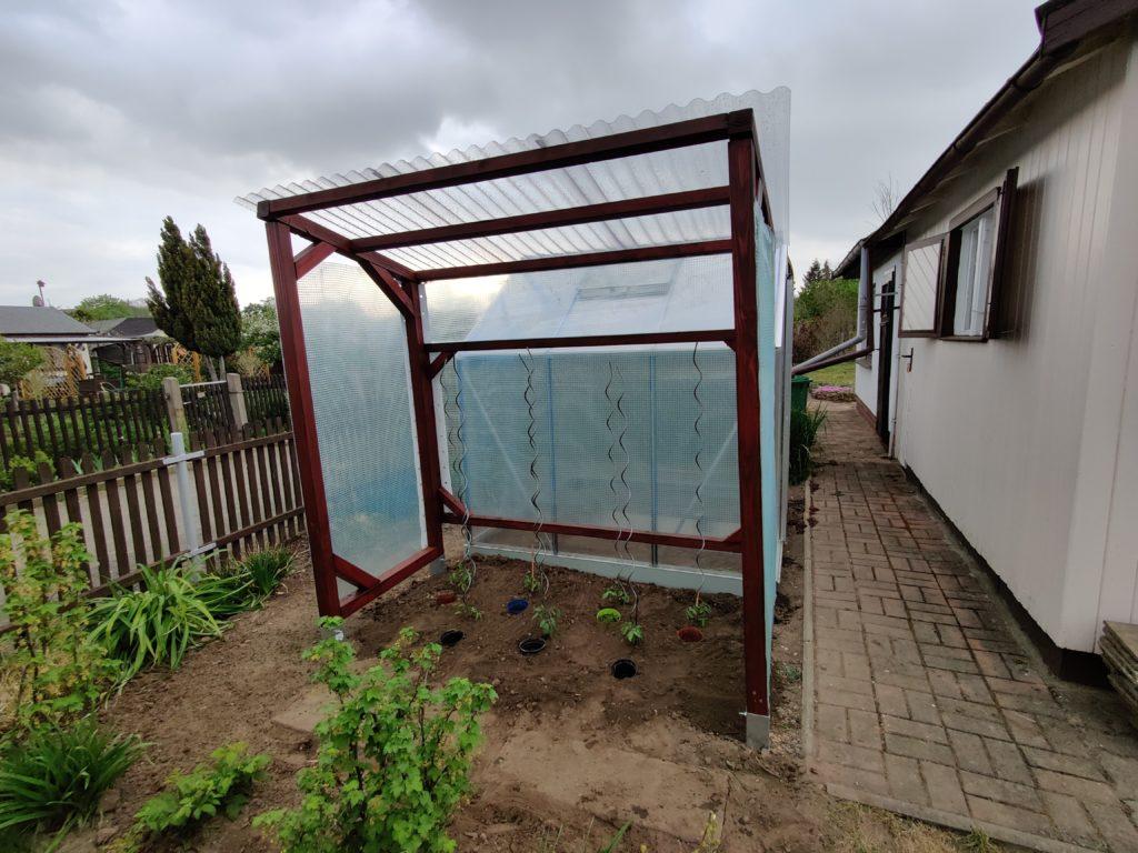 Bepflanztes Tomatenhaus