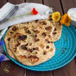 Fluffiges veganes Naan in 2 Minuten aus der Pfanne