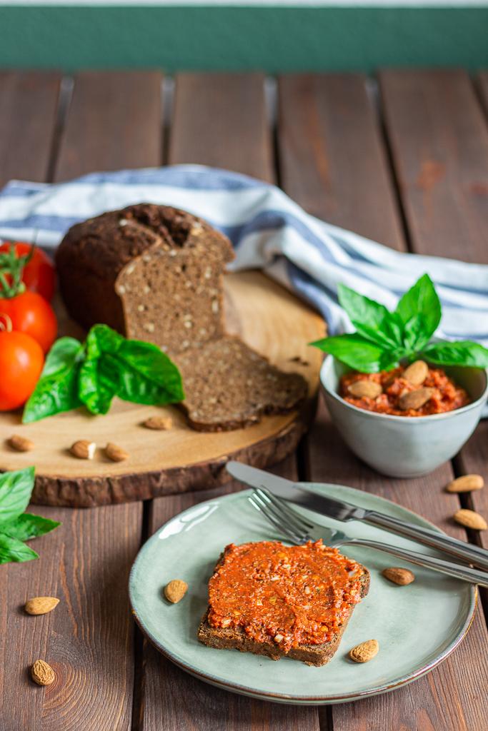 Tomaten-Mandelaufstrich vegan selbermachen