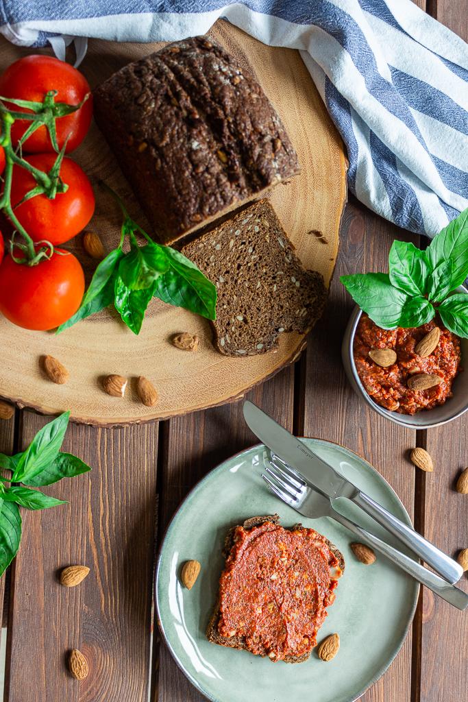 Veganer Tomaten-Mandelaufstrich selbstgemacht