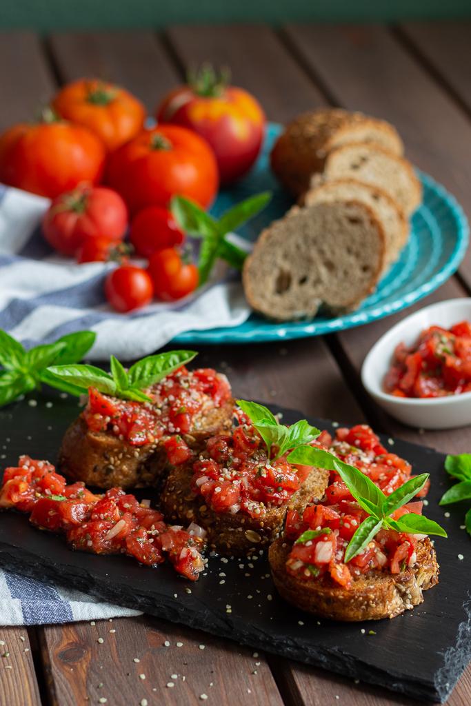 Passt immer: Bruschetta mit Tomaten