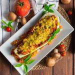 Vegane gefüllte Zucchini auf Tomatenreis