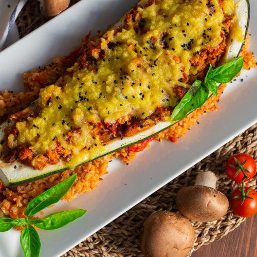 Vegane gefüllte Zucchini auf Tomatenreis 2