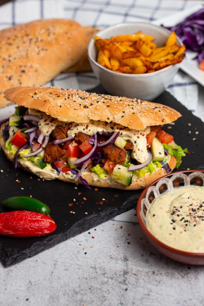 Veganer Döner ist perfekt mit einem knackig frischen Salat