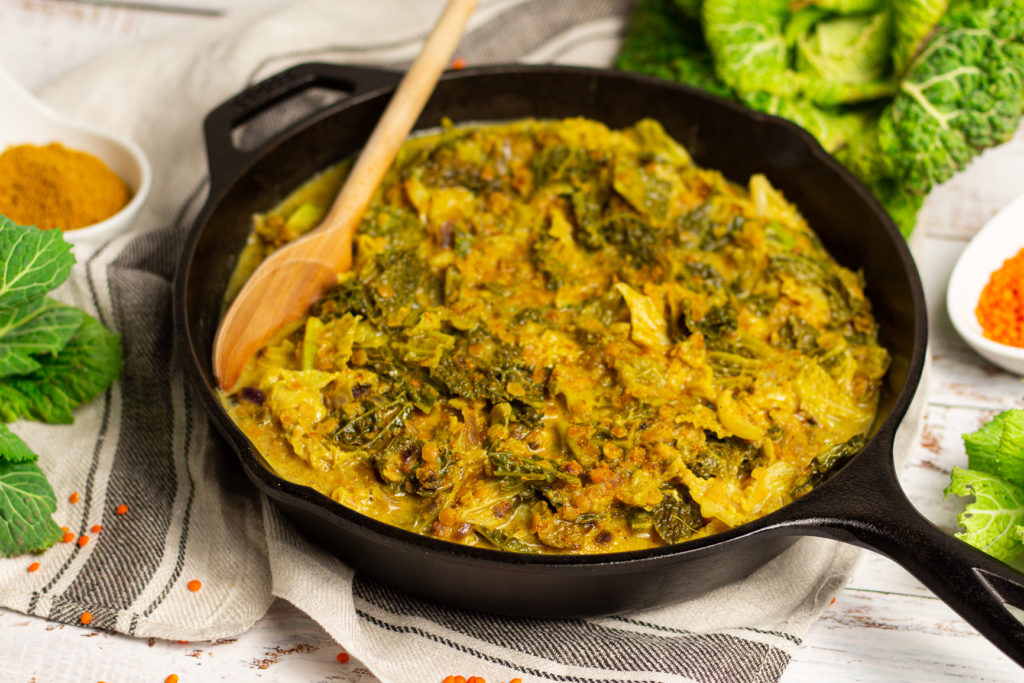 Schnell und lecker: Veganes Wirsing-Curry mit roten Linsen 1
