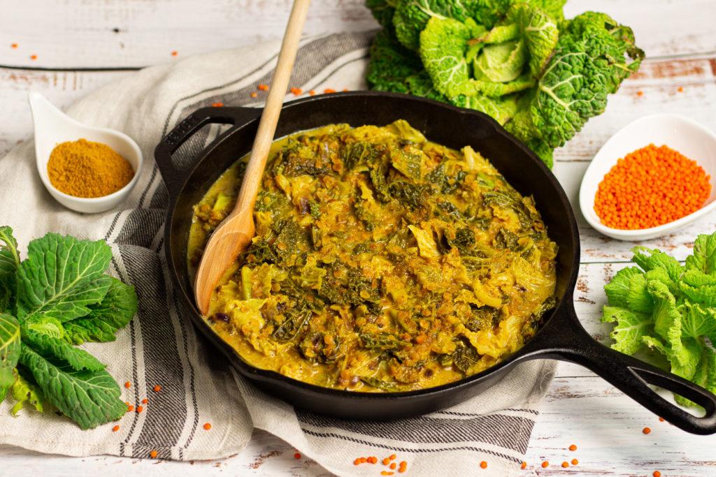 Super lecker im Winter: Veganes Wirsing-Curry