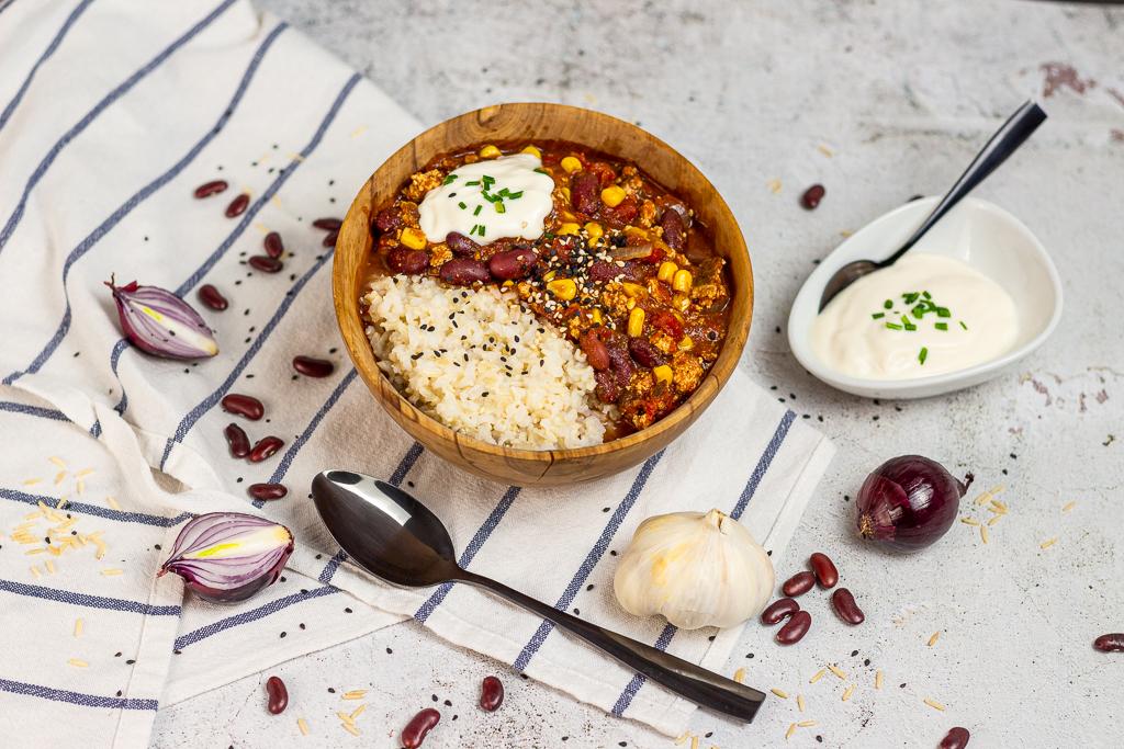 Veganes Chili Sin Carne mit Räuchertofu – 15 Minuten Aufwand