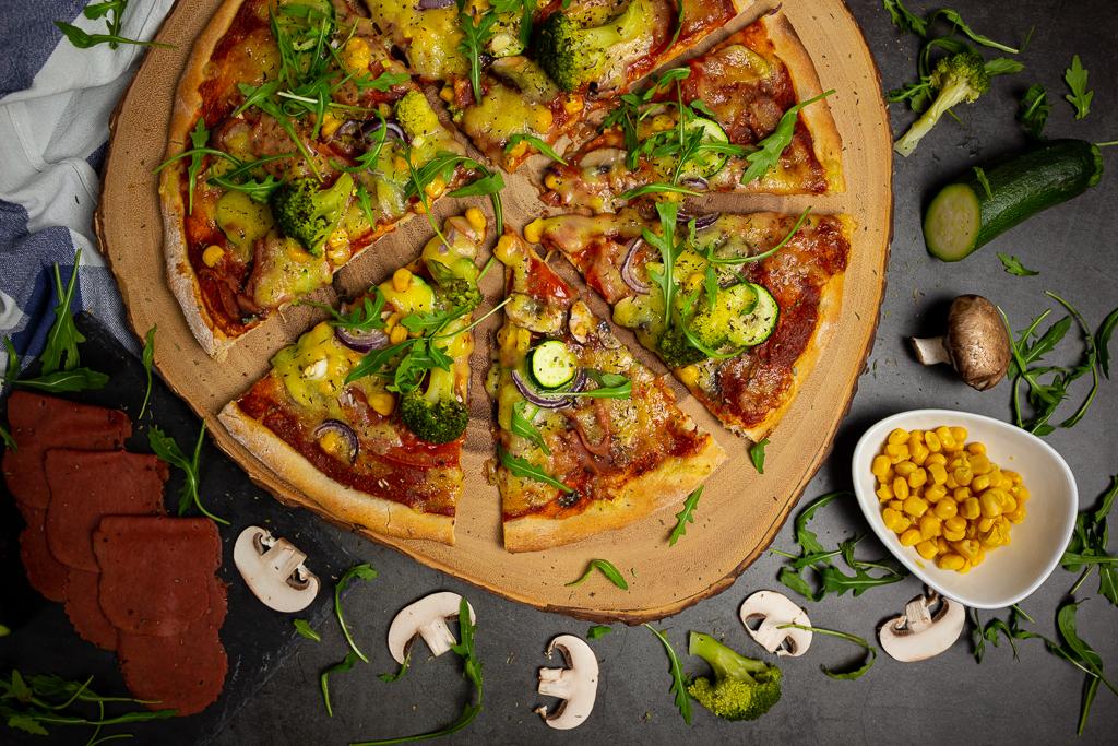Vegane Pizza mit selbstgemachtem Pizzateig