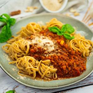 Die perfekte vegane Bolognese mit Cashew-Parmesan 1
